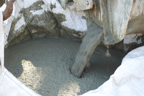 The concrete flowing into the sack.